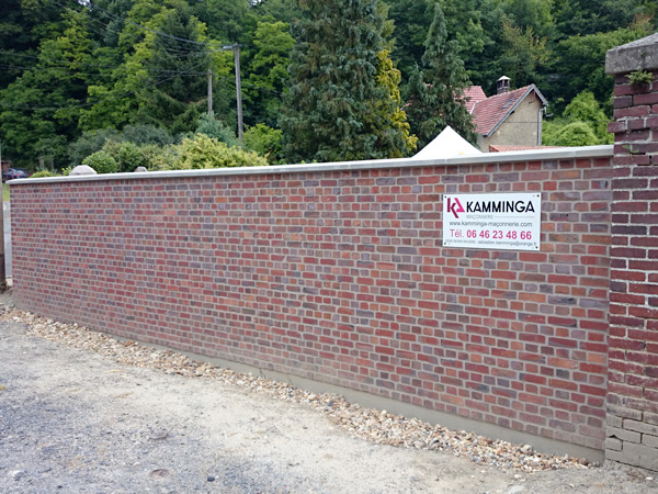 construction d'un mur en briques